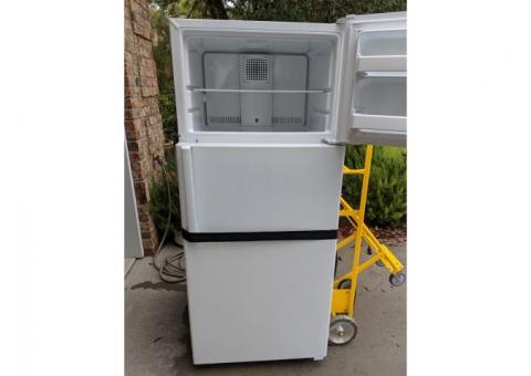 GE Refrigerator white